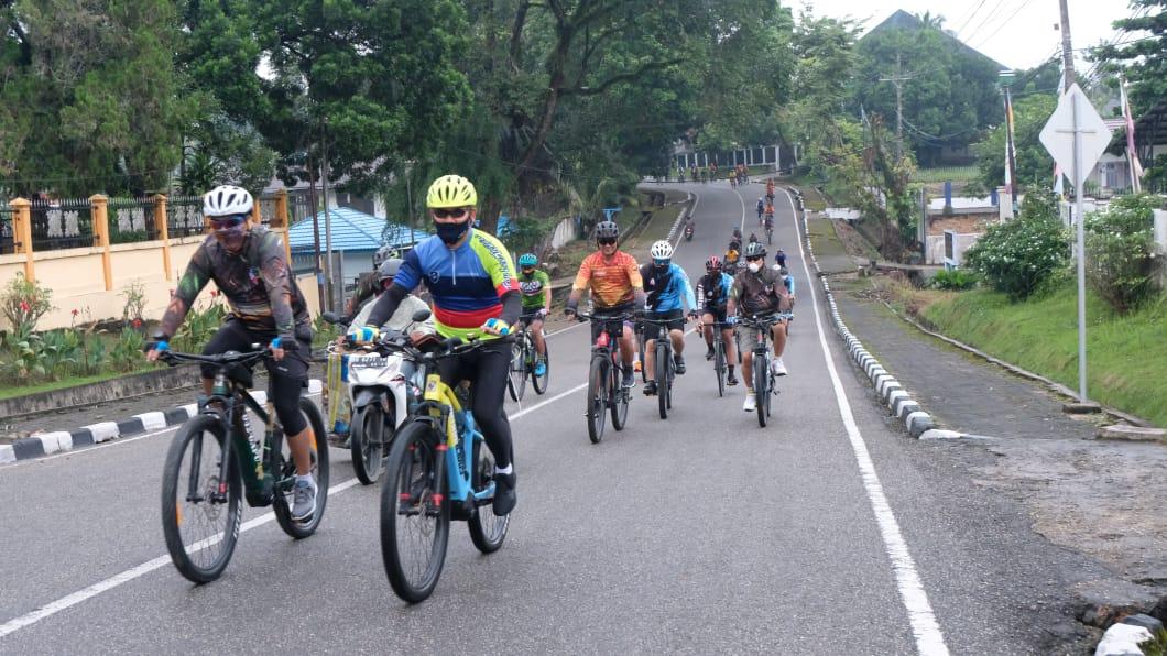 Semangkin Kompak, Kapolda Jambi Bersama Danrem 042/Gapu Gowes Sinergitas TNI Polri