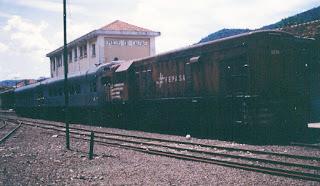 Resultado de imagem para Estação de trem sozinho pintura