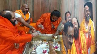महा मंडलेश्वर के साथ ब्रावो फार्मा के सीएमडी ने किया सोमेश्वर नाथ मंदिर में पूजा, विधायक भी रहे मौजूद