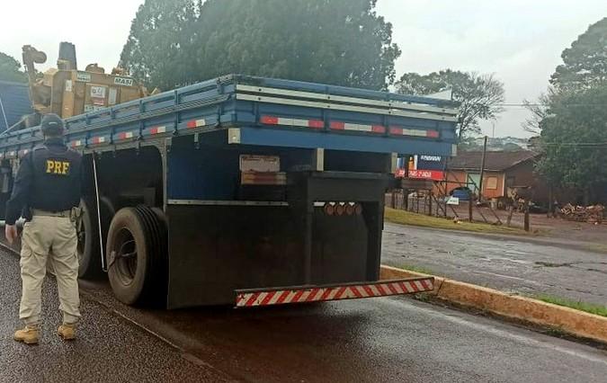 PRF flagra caminhão com traseira alta sendo conduzido por motorista há mais de 48 horas
