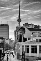 http://fineartfotografie.blogspot.de/2014/03/der-berliner-fernsehturm-aus-einer.html