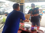 Satpol PP Purwakarta Sebar Bantuan Sembako untuk PKL Terdampak PPKM