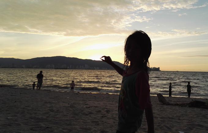 Santai Matahari Terbenam Pantai Bersih