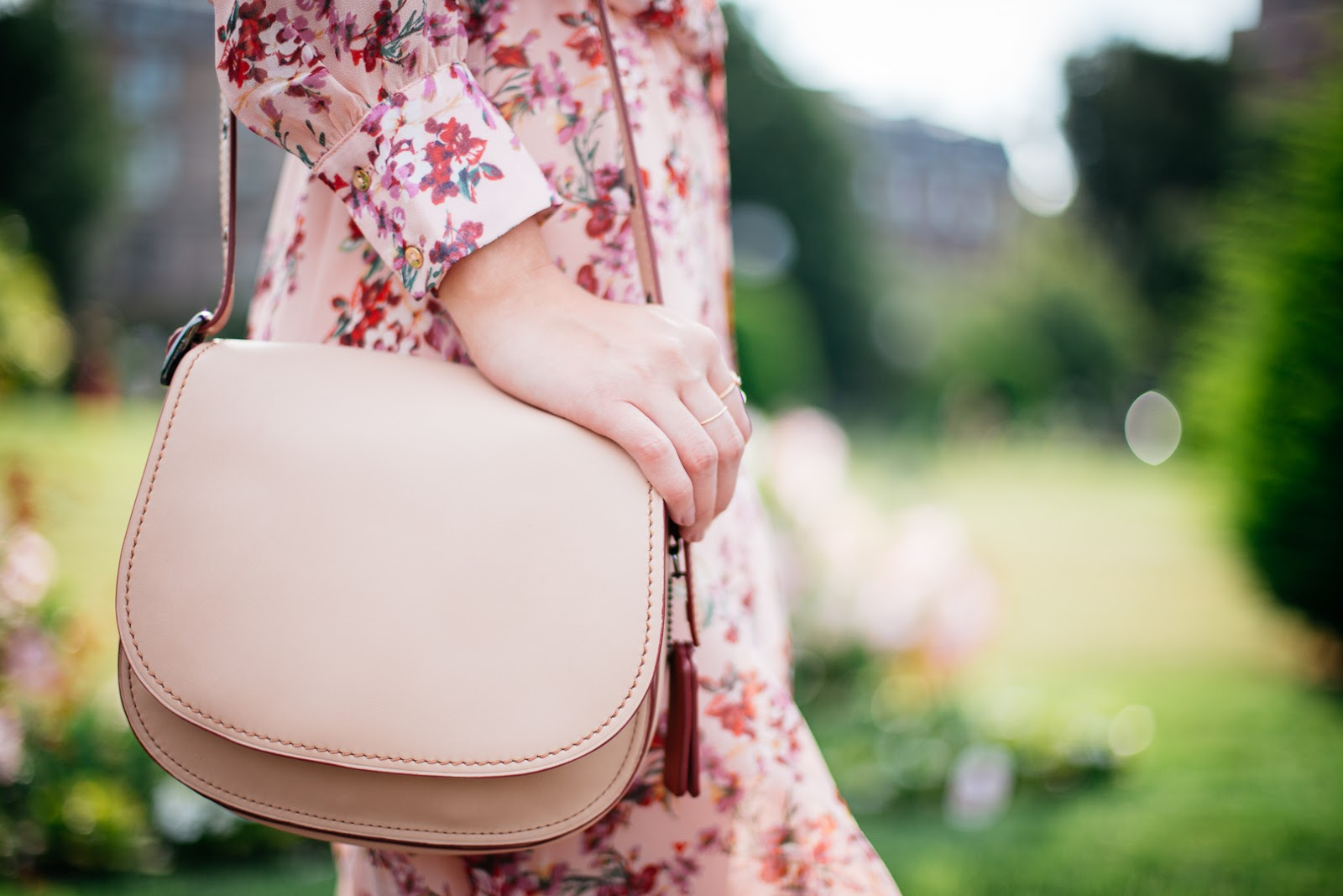 How pretty is this neutral saddle bag from COACH? I love the vintage style and it's the perfect size for day and night.