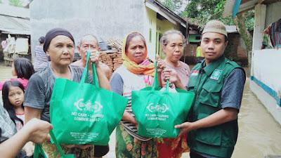 Bawa Sembako, PCNU Lombok Barat Sambangi Korban Banjir Bandang Sekotong