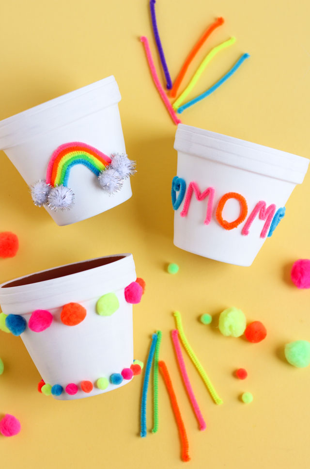 Kids can make a sweet Mother's Day gift for mom that she will love with these colorful DIY flower pots! #mothersdaygift #mothersdaycraft #flowerpotcraft