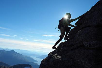 Hobi Mendaki Gunung, Coba Ide Bisnis Ini