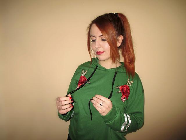 zaful, recenzija, hoodie, duks, majica, crvena kosa, narančasta kosa, ginger girl, blogeri, balkan, moda, stil, pirs, snakebites piercing, pierced, ruže, dugi rukavi, zelena majica, hudica, model, udobno
