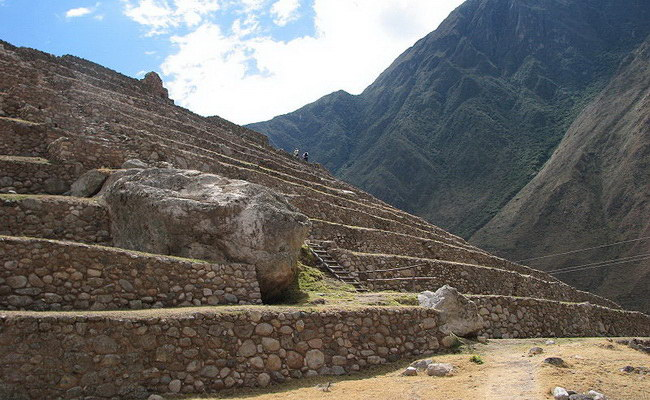 www.xvlor.com Patallacta is ruin complex built by Inca Empire and destroyed by Manco