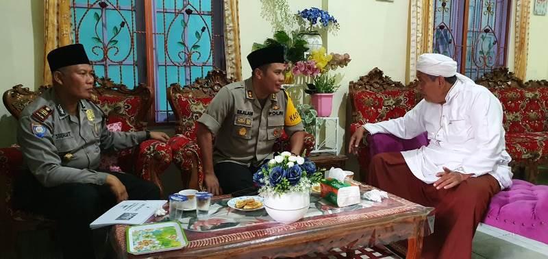 Jalin Silaturahmi, Kapolres Madina Sambangi Tuan Bais Tokoh Agama di Kediamannya