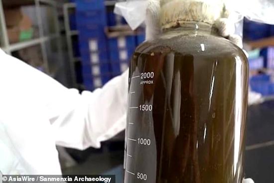 Líquido misterioso de 2 mil anos é desenterrado na China img 1
