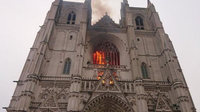 Волонтер зізнався у підпалі собору XV століття у французькому Нанті