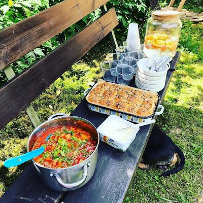 tomaattinen jauhelihakeitto, siemensämpylät, talkooruokaa, talkooruoka
