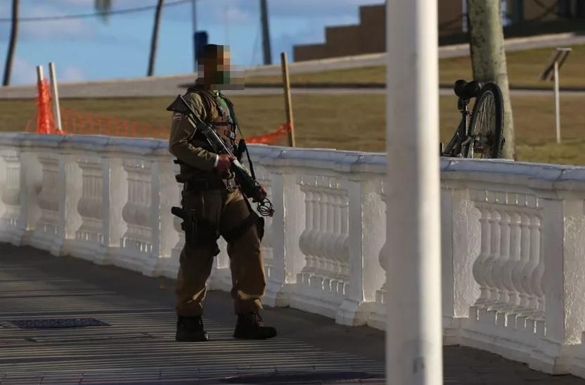PM surta em frente ao Farol da Barra e dispara tiros de fuzil vídeo - Portal Spy Notícias de Juazeiro e Petrolina