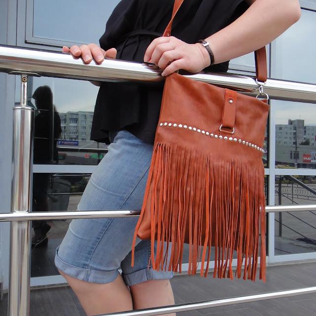 Кожаная сумка с бахромой - ручная работа, один экземпляр. На молнии, внутри два кармана. Доставка почтой или курьером