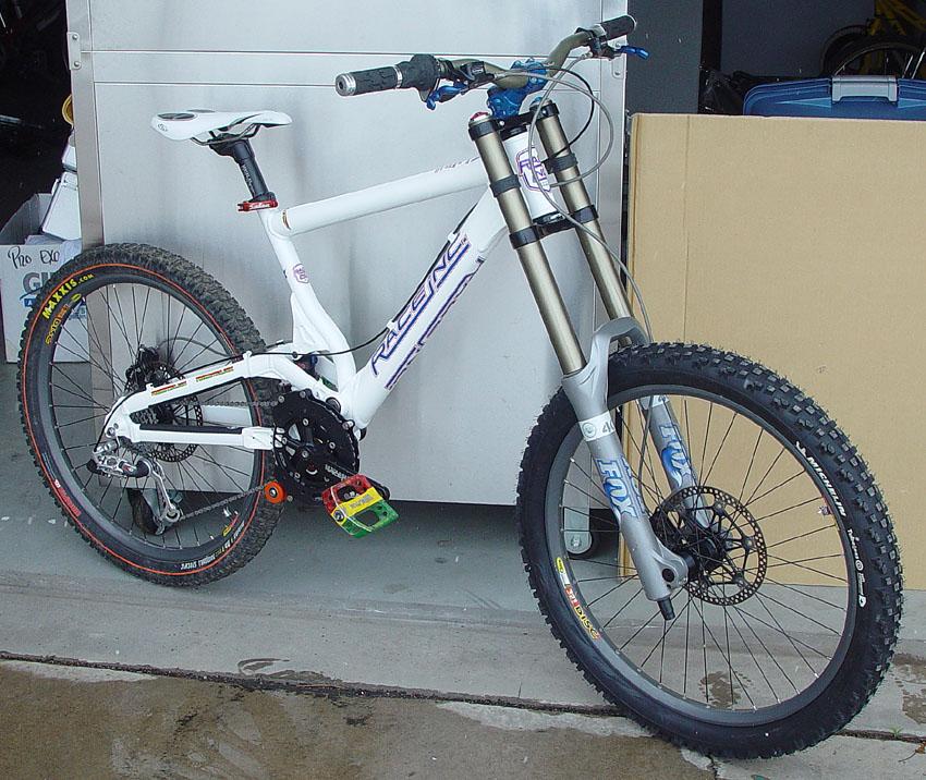 Sepeda Gunung MTB Downhill Gambar Sepeda Gunung MTB