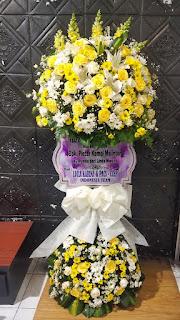 karangan bunga standing duka surabaya