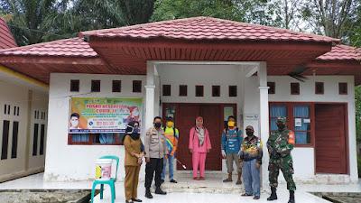 Kapolsek Bandar Seikijang Bersama Upika Semprot Disinfektan Desa Simpang Beringin