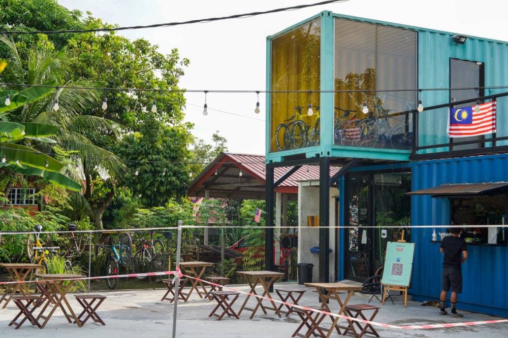 bcd bike cafe, kampung bandar dalam