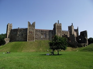 framlingham castle, log cabin breaks suffolk