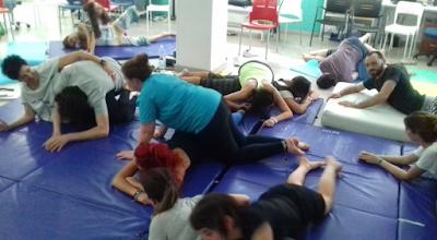Alumnos experimentando el movimiento