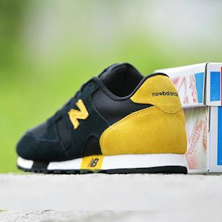 New Balance Classic GO Hitam Kuning