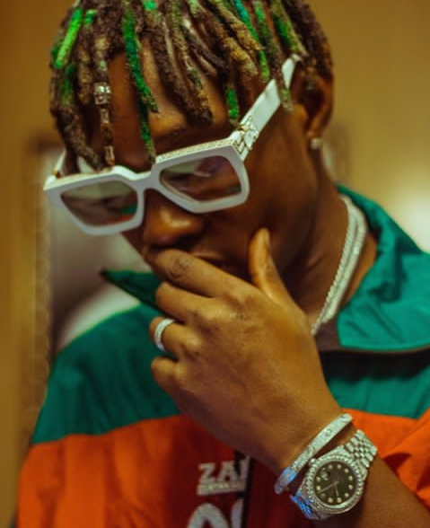 zlatan-ibile-biography-Zlatan-Ibile-shows-off-his-expensive-watch-and-bracelet