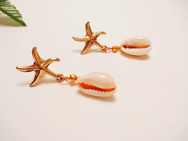 pendientes estrellas de mar y caracolas cowrie
