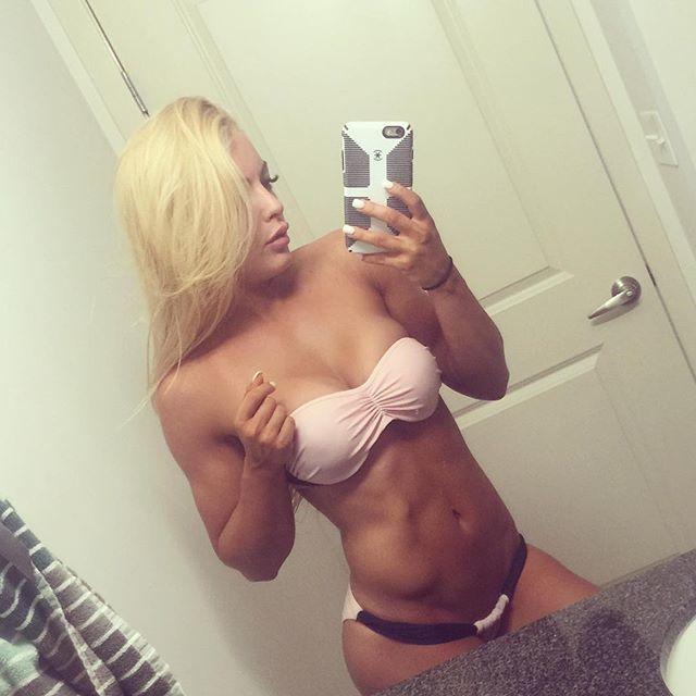 Fitness Model Amanda Saccomanno