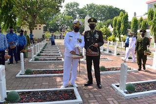 Peringati HUT TNI ke-76 Jajaran TNI se-Pasuruan Gelar Ziarah Nasional Dan Tabur Bunga Bersama