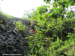 meniti batu gunung sepikul sukoharjo