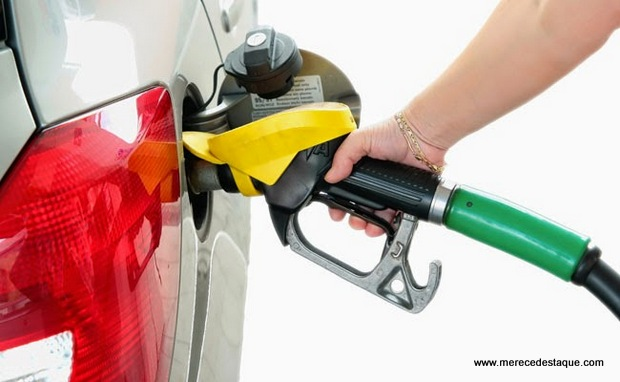 Petrobras reduz preço da gasolina ao menor valor em 14 meses