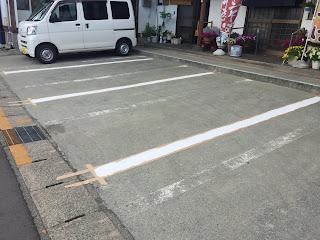駐車場の白線ひき