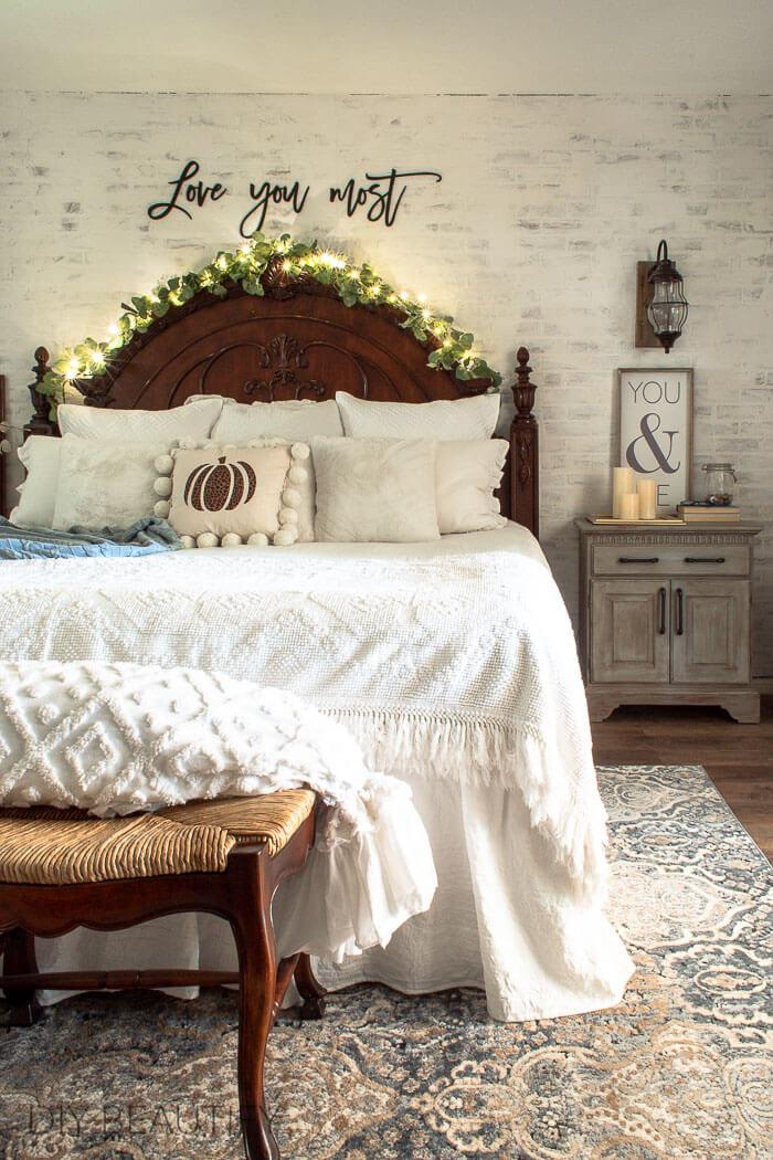 master bedroom Fall decor