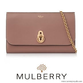 CASA REAL BRITÁNICA - Página 75 Kate-Middleton-carried-Mulberry-Amberley-Clutch