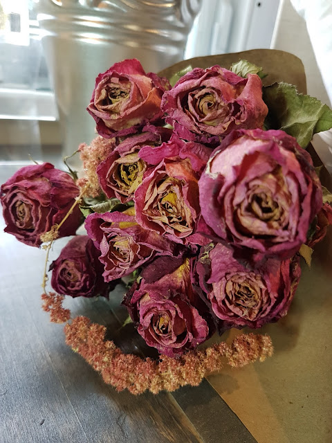 Dried Rose bunch for Thunder Bay delivery