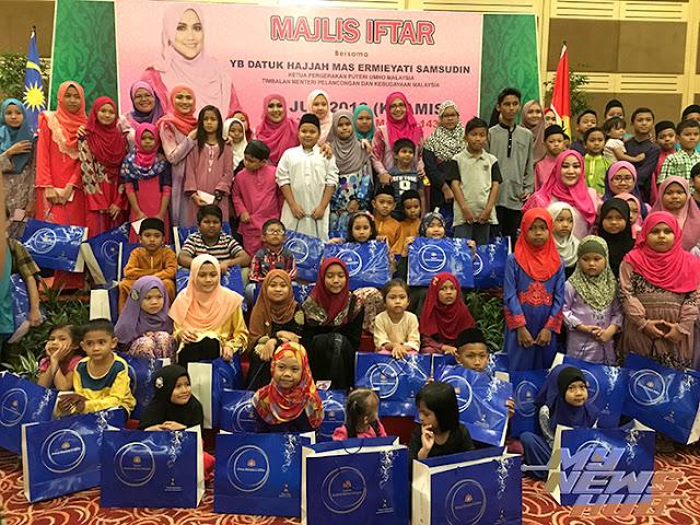 PUTERI UMNO MALAYSIA RAI 100 ANAK YATIM