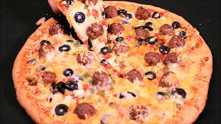 بيتزا المطاعم بالطريقة الإيطالية 🍕بجميع مراحل تحضيرها بعجين  دقيق القمح الكامل هش وطري وحشوة لذييذة