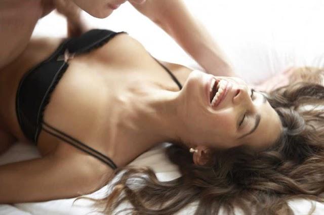 Científicos afirman mujeres fingen gemidos en acto sexual para engañar al hombre