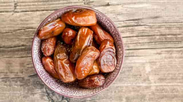 Dates during pregnancy benefits & side effects