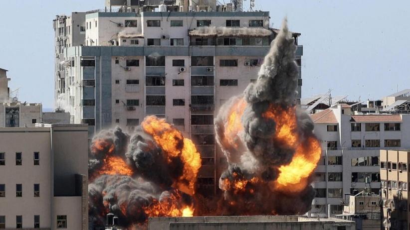 تدمير برج الجلاء في مدينة غزة