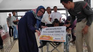Wabup Serahkan Bantuan Kursi Roda