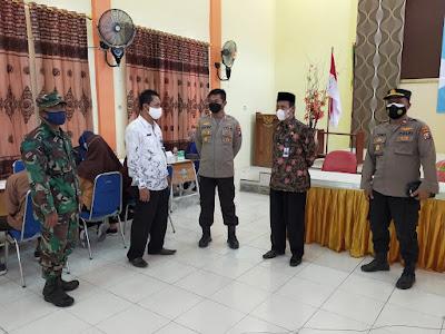 Kapolres Sampang Tinjau Vaksinasi 1500 Pelajar SMA Dan SMK Di Kabupaten Sampang