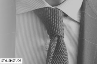 A closer look of four in hand knot