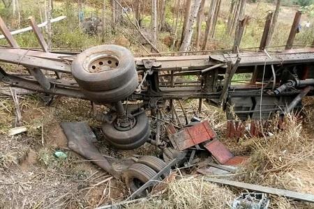 https://ocampeaonoticias.blogspot.com/2019/09/acidente-com-caminhao-de-sucata-mata.html