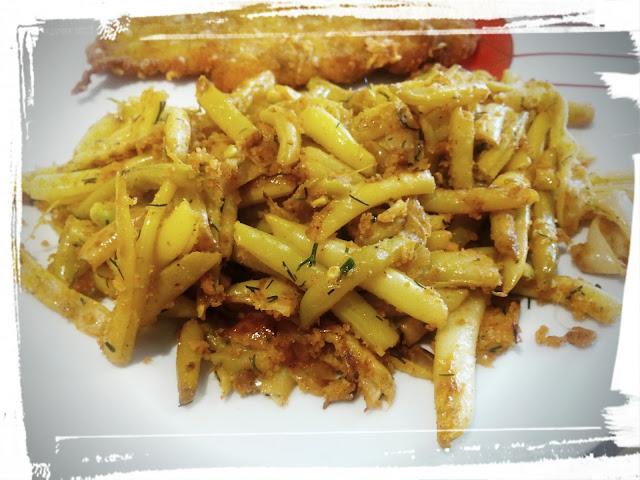 zolta fasolka szparagowa na maselku z bulka tarta i koperkiem