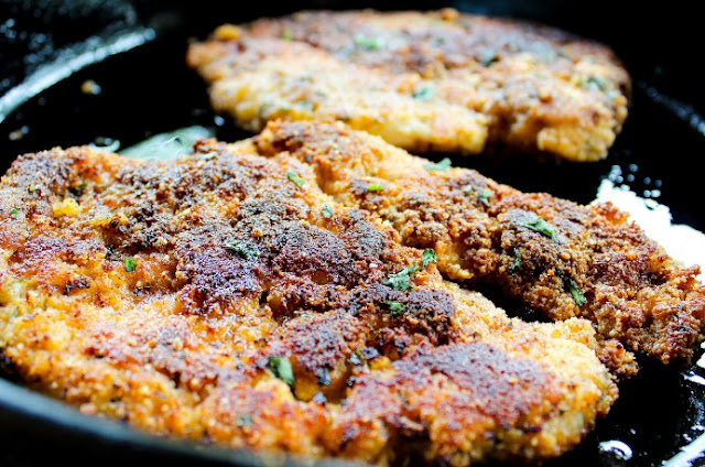"""Breaded"" Paleo Chicken Cutlets (Whole30) #healthy #keto"