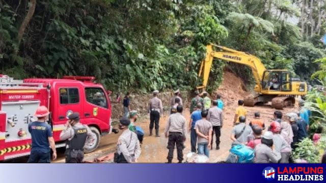 Longsor Jalinbar Batu Keramat Berhasil DiBersihkan Tim Gabungan, Kendaraan Sudah Bisa Melintas