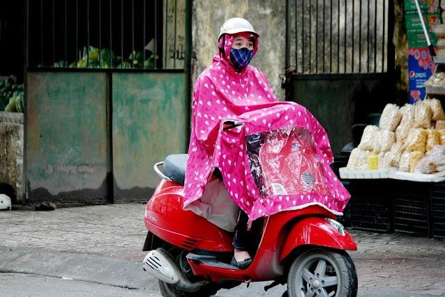 Memilih Perlengkapan Berkendara Saat Musim Hujan