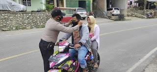 Cegah Virus Corona, TNI-POLRI Polsek Alla Polres Enrekang Bagikan Masker